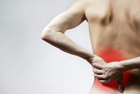 Резкая боль в области желудка отдающая в спину